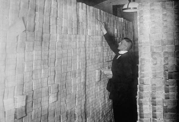 Страна нищих миллиардеров: как инфляция завела немцев встриптиз-клубы