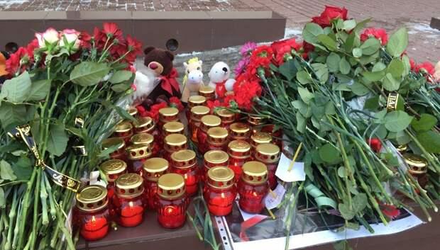 Цветы и венки возложили к памятнику погибшим в ВОВ в микрорайоне Львовский