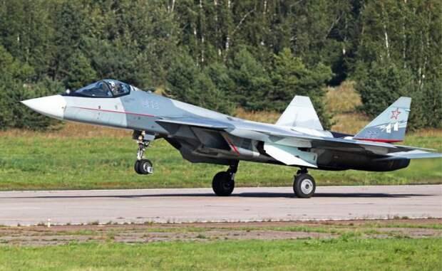 На фото: истребитель пятого поколения Су-57