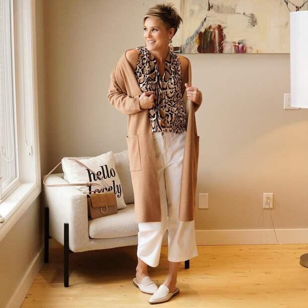 10 «вкусных» образов с белыми брюками для женщин старше 50 лет