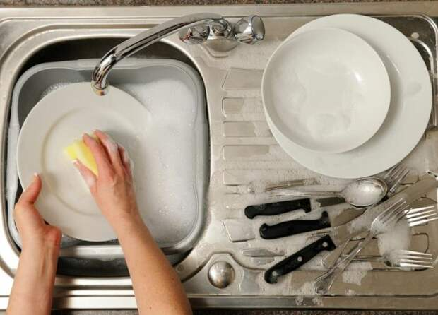 Можно помыть ей посуду. |Фото: posuda-gid.ru.