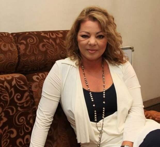 После развода с мужем певица бросила музыкальную карьеру и только время от времени выступает на фестивалях со своими старыми хитами.