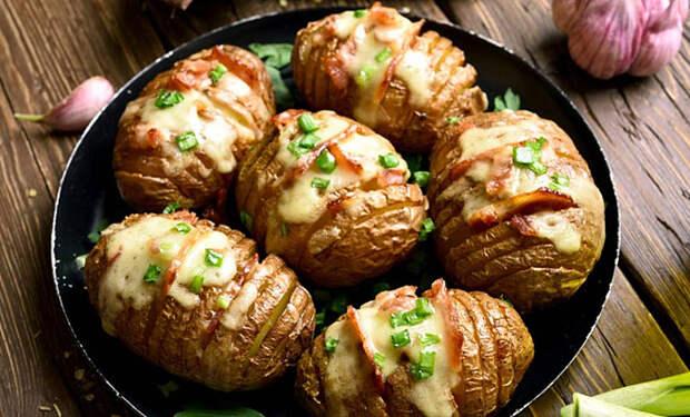 Картофель-гармошка: вкуснота с чугунной сковороды