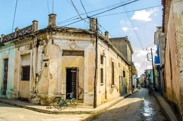 Почему на Кубе строят дома с окнами без стёкол и стенами без обоев