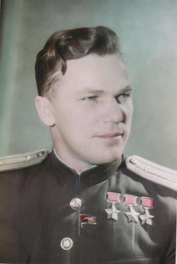 I.-Kozhedub_-1946-g. (470x700, 240Kb)