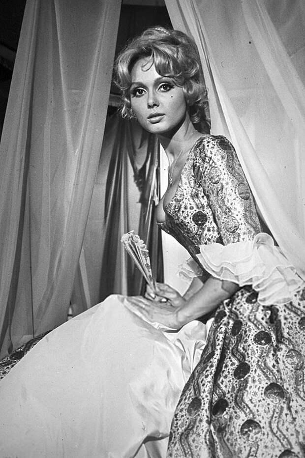 76 лет назад на свет появилась француженка редкой красоты – Франс Англад!
