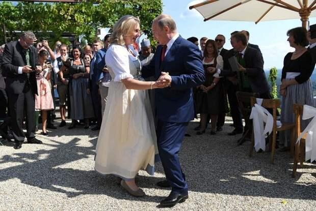Как Путин танцевал на свадьбе главы МИД Австрии (ВИДЕО)