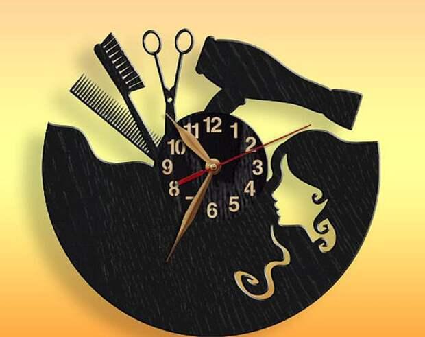 Часы в парихмахерской