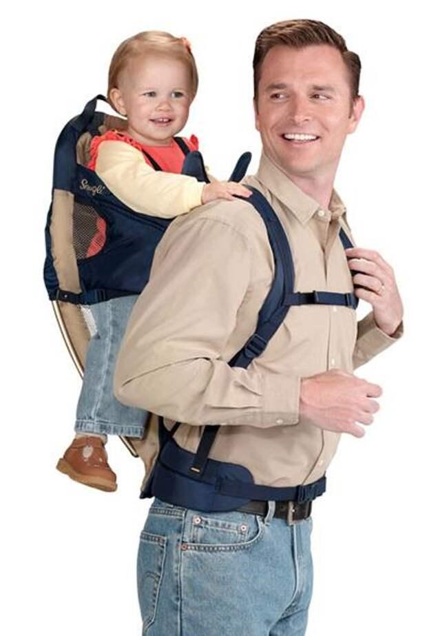 Энн Мур (Ann Moore), побывав в составе Корпуса мира в Африке и увидев,с каким удовольствием африканские дети располагались за спинами своих матерей,в 60-х годах спроектировала очень удачный рюкзак для переноски детей,который назвала Snugli.