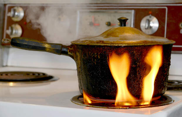 В квартире дома на Северном бульваре загорелась еда на плите