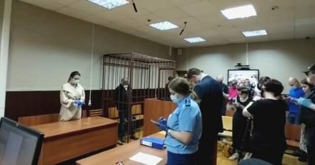 Сбивший насмерть человека Ефремов отправлен на два месяца под домашний арест