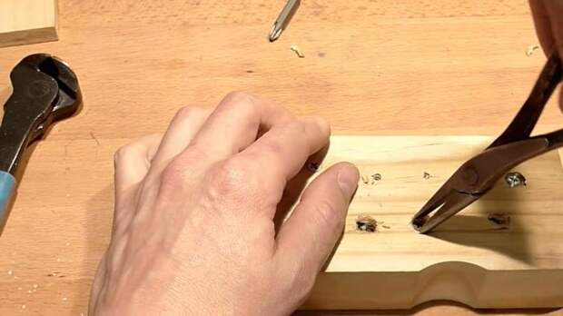 Способы извлечения сорванных и сломанных шурупов из древесины