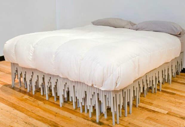 Большая кровать из ПВХ-труб.