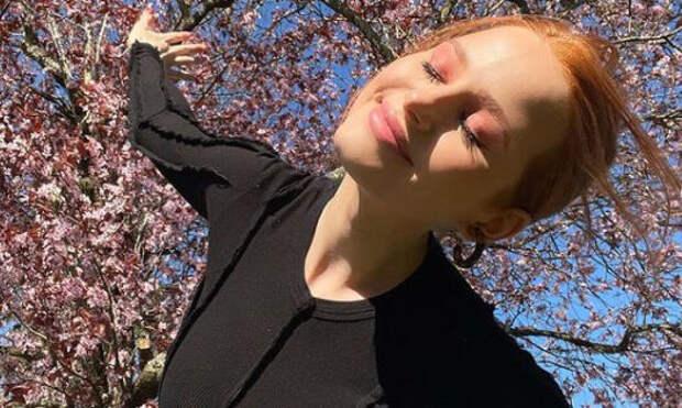 Этюд в розовых тонах: весенний макияж Мэделин Петш