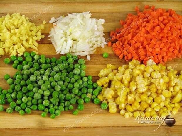 Лук, имбирь и морковь мелко порезать