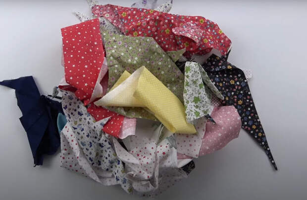 Яркая и креативная идея из ненужных обрезков ткани