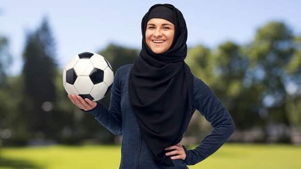 В Иране отменили трансляцию матча за Суперкубок Германии из-за женщины-судьи