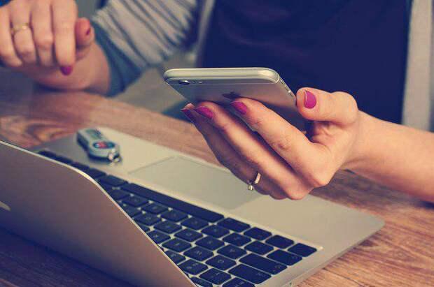 Офис, телефон/Фото: pixabay.com