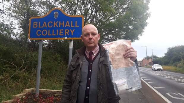 Кто-то уже 5 лет подкидывает жителям деревни в Англии пакеты с деньгами
