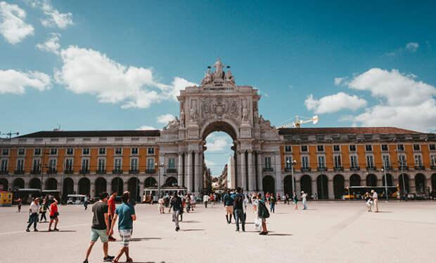 Владелец бара из Питера уехал в Португалию, остался там нелегально и открыл два бизнеса