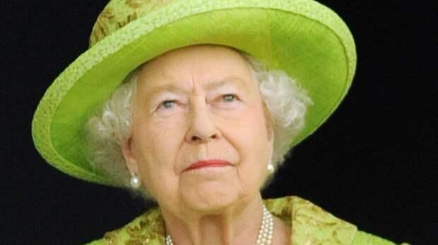 """Елизавета II разрешила """"неудобным"""" родственникам принца Филиппа прийти на похороны"""