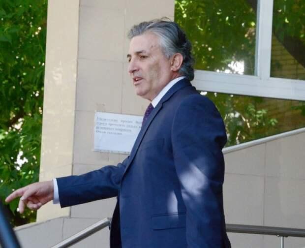 Пашаев утверждает, что защищал Ефремова бесплатно