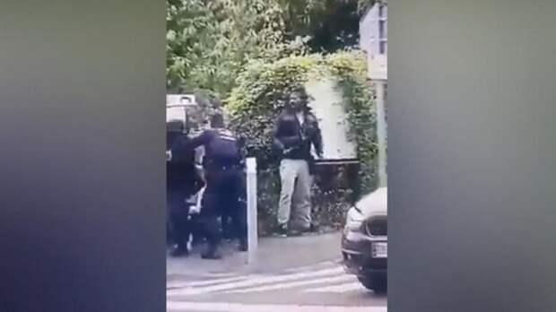Во Франции полицейские застрелили чернокожего мужчину с ножом