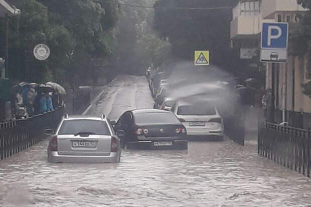 Власти Ялты ввели режим ЧС из-за сильных дождей