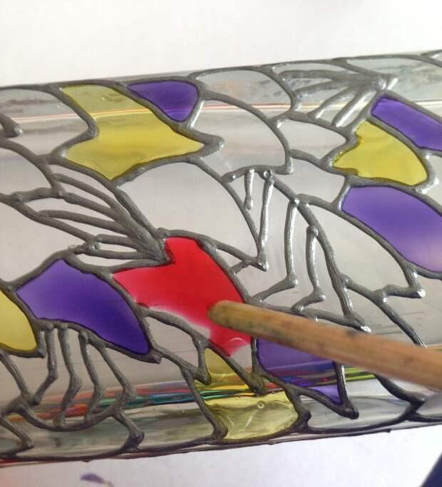 Преображение стеклянной вазы с помощью витражных красок