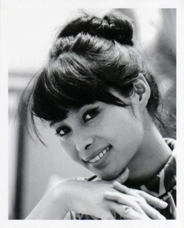 """Акико Вакабаяси - """"японская девушка Бонда""""."""