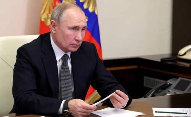 Путин обратил внимание на серьезный разрыв между зарплатами работников и руководителей: «У одних густо, у других пусто»