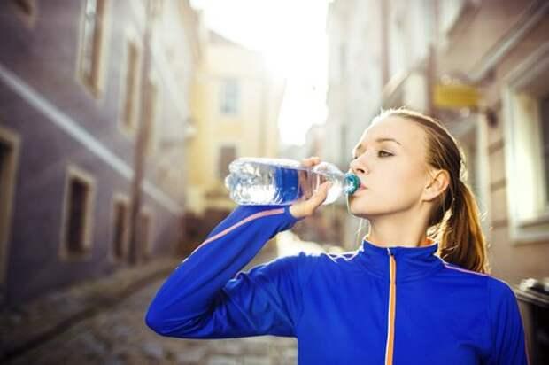 Вода поможет укрепить ногти
