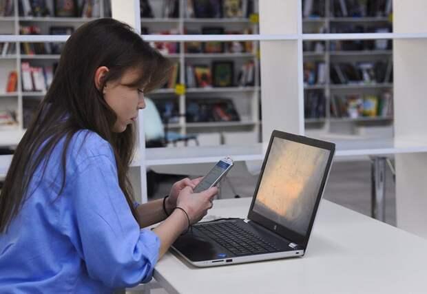 Сотрудники библиотек в Лефортово подготовили праздничный онлайн-концерт и новогодние лекции. Фото: Агентство «Москва»