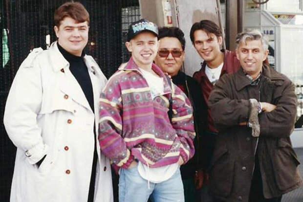 Париж, Эйфелева башня, 1993 год (Алексей Адамов, Дельфин, Рашид Дайрабаев, Влад Сташевский, Юрий Айзеншпиc)
