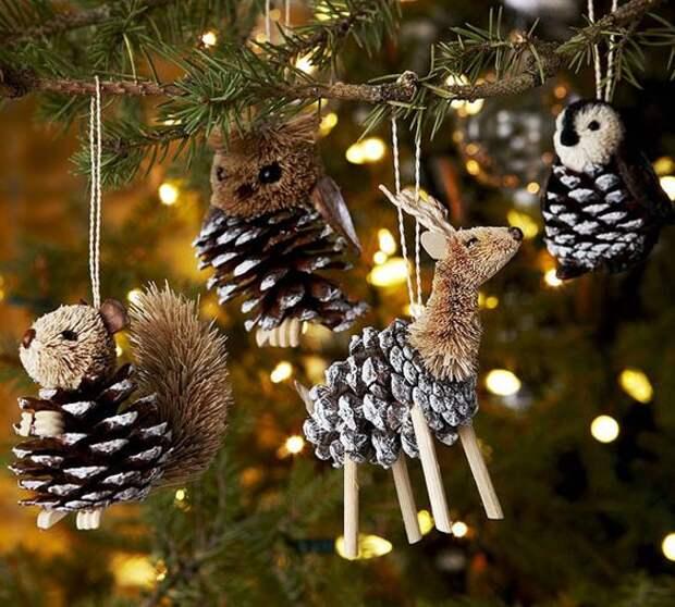 Традиция наряжать праздничное дерево настолько древняя, что зародилась еще до появления христианства. В Средние века появился обычай наряжать вечнозеленое дерево, которое каким-то образом стало символом воскрешения Христа. Как бы то ни было, этот приятный обычай сохранился на века. Быстро меняющийся современный мир диктует свои условия во всем. Простого обывателя уже трудно удивить обычной зеленой новогодней елочкой.