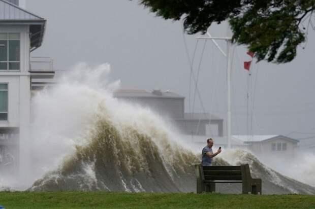 Ураган Ида обратил течение Миссисипи вспять (ВИДЕО)