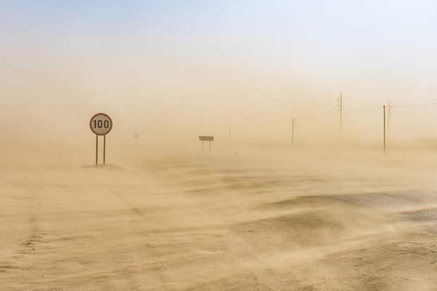 Аномальная песчаная буря накрыла Китай и Монголию
