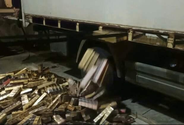 В Сочи «пустой» грузовик оказался начинен контрабандой ВИДЕО