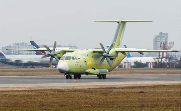 На фото: российский военно-транспортный самолет Ил-112В