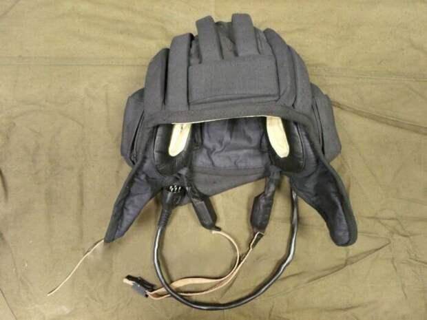 Вообще, если уж на то пошло, то шлемофон выглядит примерно так: