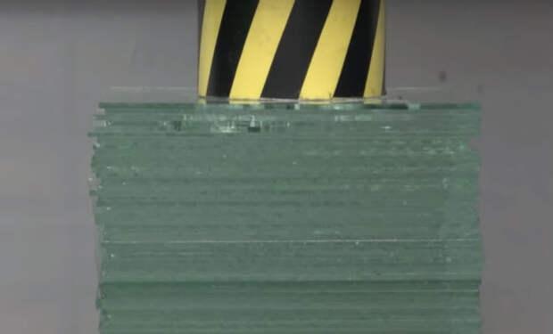 100-тонный пресс против 50 слоев стекла: эксперимент сняли на видео