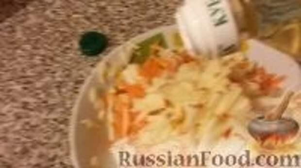 """Фото приготовления рецепта: Салат """"Витаминный"""" - шаг №9"""