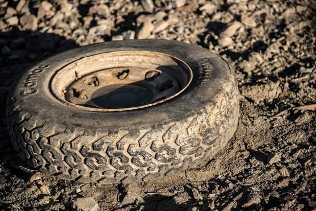 В Удмуртии лопнувшим колесом ранило рабочего