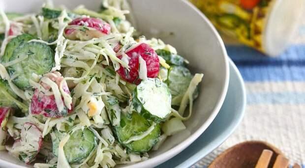 Весенний салатик… Вкусный и легкий, все нарезал, смешал и готово!