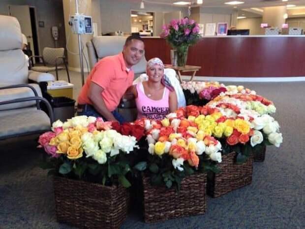 Он в последний раз привез супругу на химиотерапию. Обрати внимание на этот букет роз!