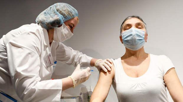 Почему в России от коронавируса вакцинировалось так мало людей?