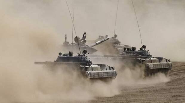 К таджикско-киргизской границе стянули бронетехнику – видео