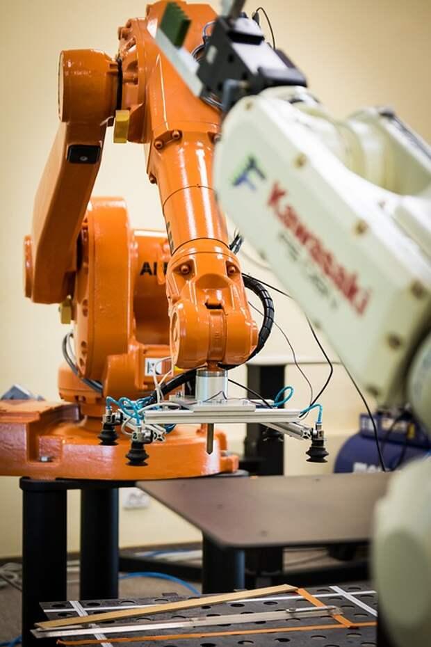 Резиденты технопарка в Строгине создали робота-комплектовщика