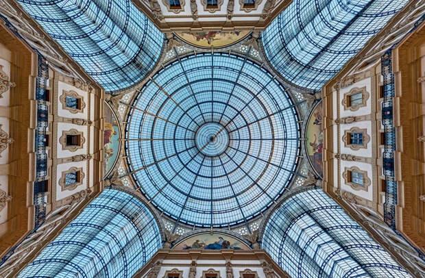 В архитектуре восьмигранник используется как элемент орнамента и как основа центрических сооружений. Миланский собор — один из самых известных примеров, где его можно увидеть