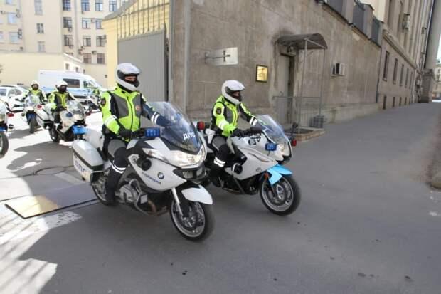 Мотополицейские открыли сезон в Петербурге. Сезон ДТП байкеры начали еще раньше